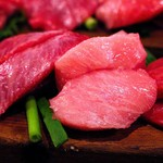 64734328 - はちのこ(まぐろのこめかみのお肉)とほほ肉(食感が肉に似ているので、あぶって食べます)