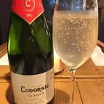 博多炉端 魚's男 - その日のスパークリングワインをグラスでお楽しみいただけます。