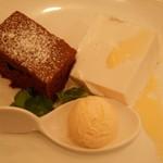 トラットリア カンティーニ - 本日の自家製デザート3点盛り(ショコラケーキ、パンナコッタ、ハチミツのジェラート)