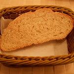 トラットリア カンティーニ - パンと野菜のリボリータのパン