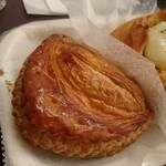 ハースブラウン - 林檎とカスタードのパイ 302円  さくさくパリパリでクリームがほどよい甘さ