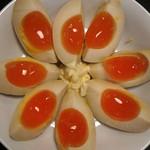 川崎餃子樓 - 美し煮卵。焼酎泥棒。