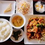 台湾料理 阿里山  - 鶏のから揚げランチ