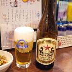 餃子酒場 秘密基地 - 瓶ビール・赤星(520円・外税)