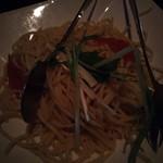 Dining&Bar Luxeee - 蒸し鶏と水菜のパスタ