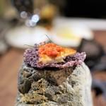 イレテテュヌフワ - 黒米のチュイール、  キンキの干物仕立て  ハーブ、ディル