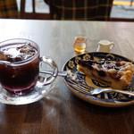 すみだ珈琲 - アイスコーヒー(480円)とさくらんぼとブルーベリーのタルト(420円)