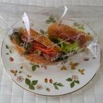 ランコントレ - 料理写真:生ハム入りのパン