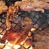 まるい - 料理写真:薄切りカルビ確り焼きと鳥クビ肉