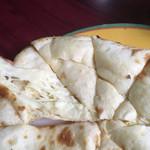 64778122 - チーズナンのアップ。ふわふわ生地にチーズ入り。甘くされててデザート感覚でも。