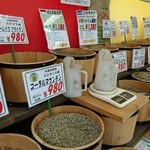 コーヒーロースト - 生豆が並んでます