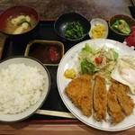お好み焼き 湖月 - 料理写真:とんかつ定食 800円