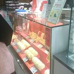 Gogoichihourai - お昼時、数人の列ができてました。店員さんはみんな愛想がいいです。