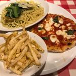 ナポリの下町食堂 - ハーフパスタとハーフピッツァプレート