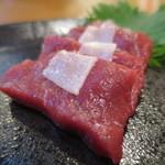 Kujiranotomisui - 鯨刺身アップ