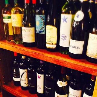 厳選ワインは常時グラス15種類以上&試飲OK