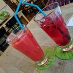 Cafe and Bar Lotta - クランベリージュースと乾杯☆ 各¥420