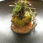 64792094 - 帆立貝のグリルとマッシュルームのデュクセル キャベツ包み 燻製バターソース