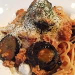 トライベッカ - 茄子とひき肉のトマトパスタ