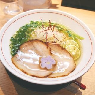 拉麺開花 - 料理写真:看板の「旨味塩ラーメン」