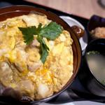 鶏三和 - 親子丼もも唐揚げセット(香草美水鶏)¥1,145