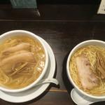 ラーメン専門店 徳川町 如水 - 右が子供らーめん