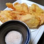 個室居酒屋 九州に惚れちょるばい - 大分の鶏天¥680