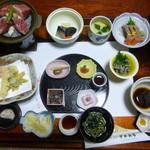 旅館すがわら - 料理写真:夕食の部屋食