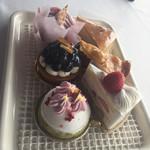 64804319 - 2017年4月。ショートケーキは6種類から選べます。
