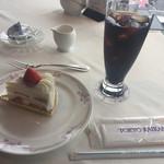 64804326 - 2017年4月。ショートケーキセット。アイスコーヒーとケーキで1100円。
