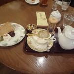 紅茶浪漫館シマ乃 - さくらのシフォンケーキ ドリンクセット