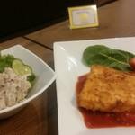 MEGRO Dining - 里芋とアンチョビのポテトサラダ(左)、カジキマグロのカツレツ(右)