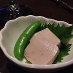 クイーンエンジェル - お通し、桜豆腐。美味しかったです。
