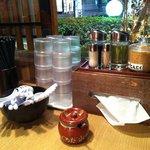 丸源ラーメン - テーブルの上