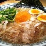 丸源ラーメン - 肉そば(半熟煮玉子入り) アップ