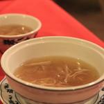 重慶飯店 -  フカヒレとシイタケのスープ