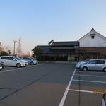 珈琲 庵 - 駐車スペースは広々してます