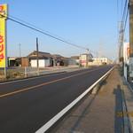 珈琲 庵 - お店の前の路