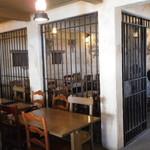ハングリーベア・レストラン - 牢屋の客席