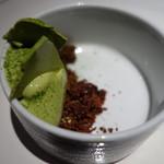 ヴァリノール - 一保堂の抹茶を使用したアイスクリームとメレンゲ