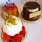 シェ・シバタ - 今回、娘が買ってきたケーキ。