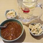 とん平 - 料理写真:カレー小鉢100円&焼酎お湯割り&お通し