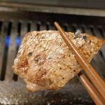 江戸牛 - かぶりも先程食べたぶりすけ同様にさっぱり系な部位ですが、よりジューシーな上に甘味も感じられてウマウマ!最初から最後まで大満足なソロ焼肉でした。