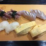 64823309 - 上寿司