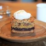 カワタ製菓店 - 料理写真:さつまいもと小豆のごまクランブルケーキ