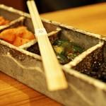 肉家 桜真 - キムチ盛り合わせ