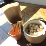 ナカオカフェ - テーブルの上