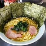 真鍋家 - ラーメン並+海苔増し 濃いめ多め。¥700+¥100