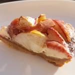 64828899 - 紅玉リンゴとカマンベールチーズのタルト(550円)