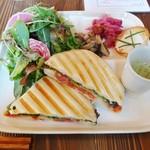 Vegebar&Cafe G - 野菜たっぷりパニーニランチ850円(外税)+食後のコーヒー200円(外税) 計1134円
